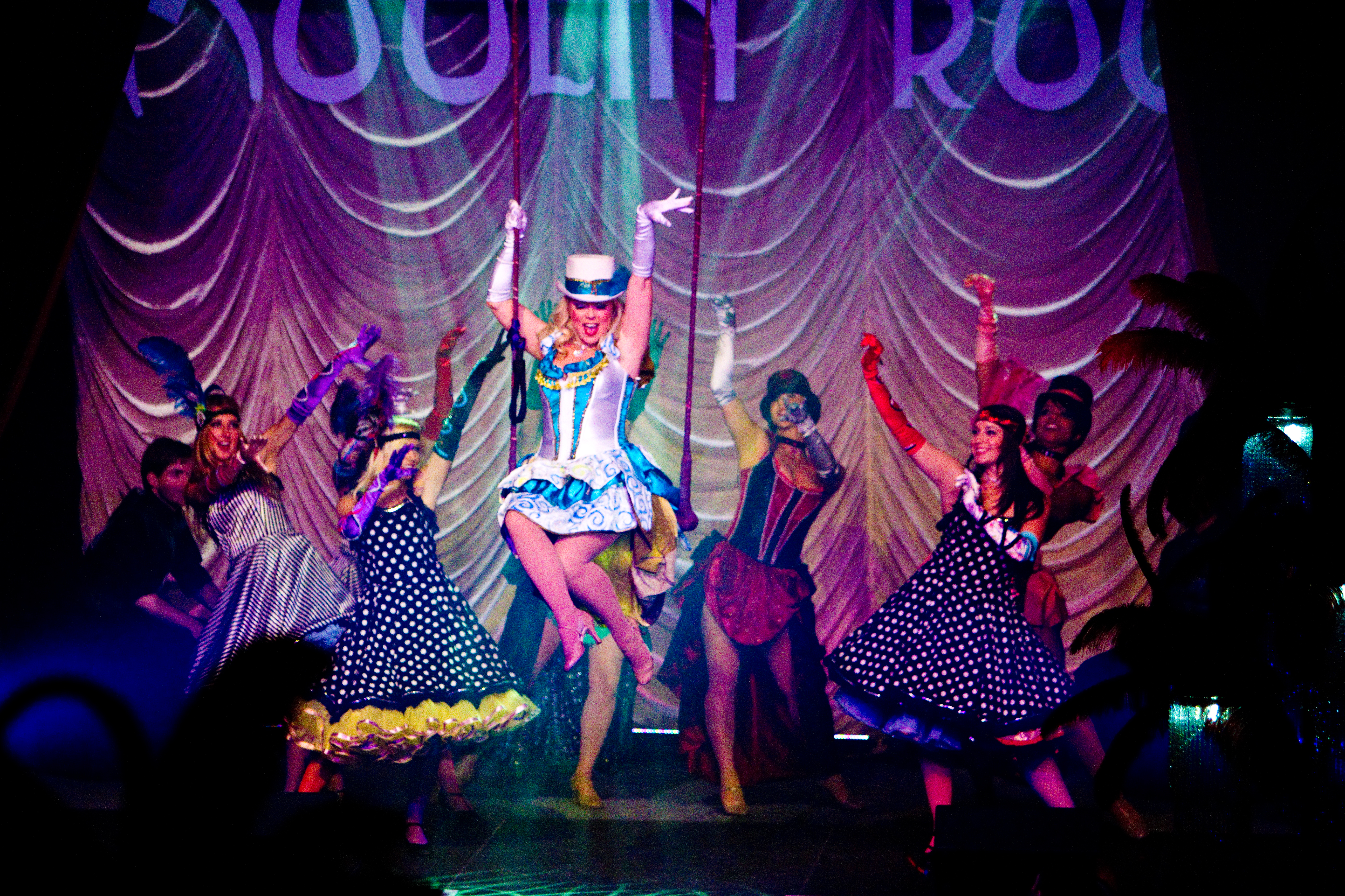Moulin Rouge? Yes, We Can-Can